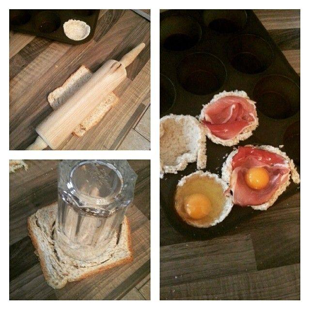 WEBSTA @ experimenteausmeinerkueche - Making of Eier-Toast-Muffins  Einfach Toast platt rollen,  rund ausschneiden, in die Muffinform drücken und wahlweise mit Schinken auskleiden.  Ei rein und ab in den Backofen  #frühstück #toastmuffins #eitoast #eiermuffins