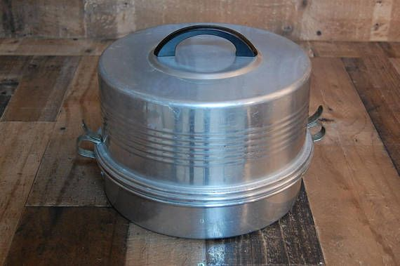 Vintage Regal Aluminium Cake and Pie Carrier, vintage cake plate, vintage cook ware, vintage bake ware, vintage kitchen ware, bakelite handle. Nice vintage cake and pie carrier, this carrier will carry a cake and a pie together, cakes go in top, pies go on bottom or you can carry one