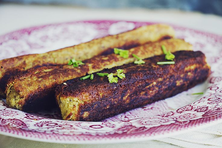 Vegan korv av kikärtor att äta som den är eller skära i skivor och ha med som pålägg på picknicken. Även glutenfri.