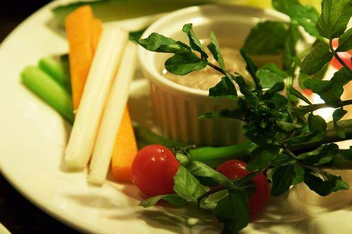 La sauce qu'il vous faut pour l'apéro (à base d'émietté de thon La Belle-Illoise) http://www.aperibreizh.fr/buffet-froid/sauce-cocktail-thon.html