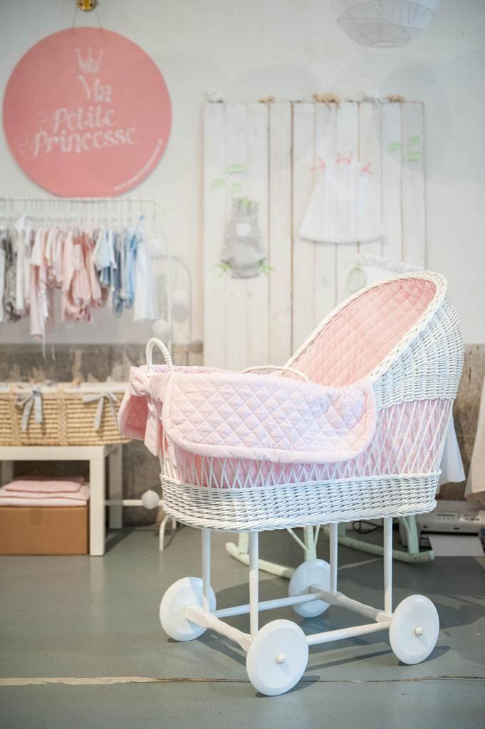 berços e alcofas de bebé * nursery collection