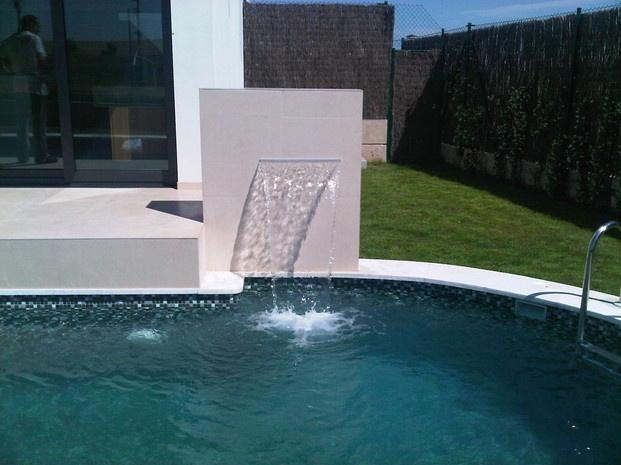 Piscina con cascada piscinas pinterest piscinas for Cascadas de piscinas