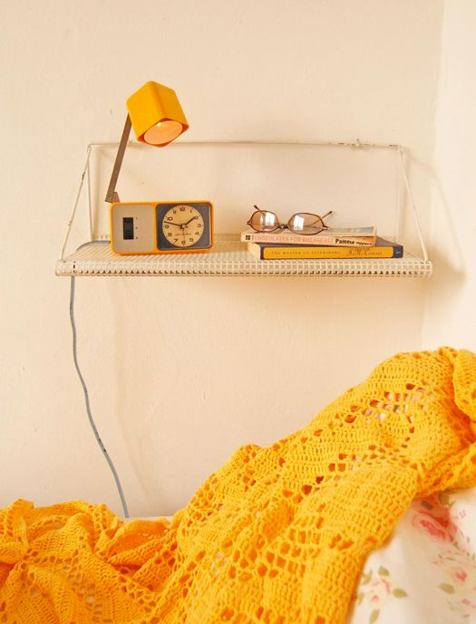 waiting for the sun!: Primary Colors, Crochet Blankets, Summer Picnic, Company Picnics, Yellow Bedrooms, Bedside Tables, Night Stands, French Knot, Bedrooms Yellow