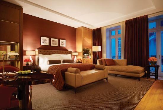 Italian Junior Suite Bedroom Idea Picture