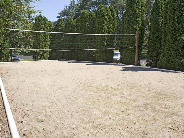 Apartments In Southfield With A Sand Volleyball Court Village Green On Franklin Apartments In Southfield