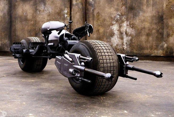 Batman... dream Motorcycle esta perfecta para el trafico bogotano