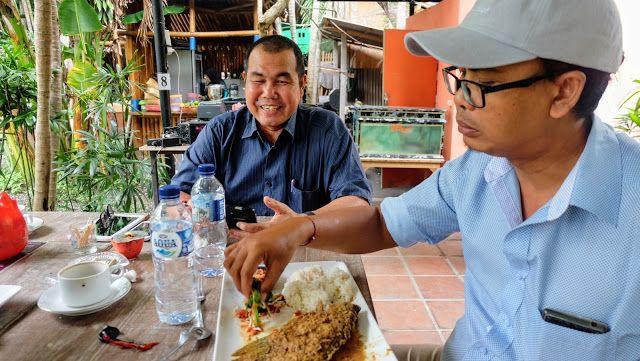 Diskusi sambil Menikmati Makan Siang