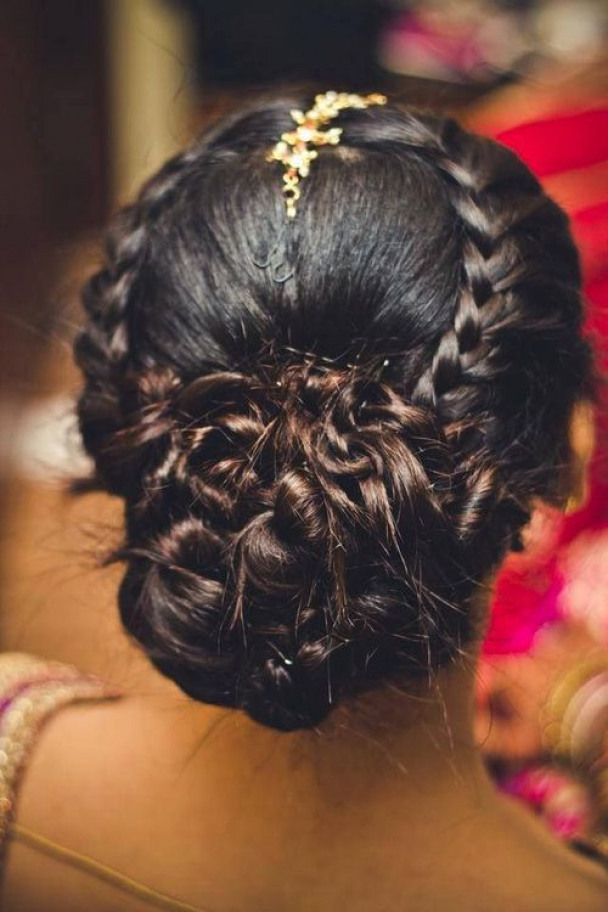 Low Bun Hairstyle For Indian Style Wedding Weddingsarees Wedding Sarees With Veil Hair Styles Indian Wedding Hairstyles Indian Hairstyles