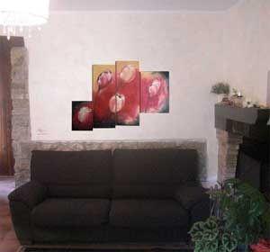 QUADRO CON TULIPANI Il quadro è composto da quuattro pannelli MDF:  - 2 pannelli centrali mdf 76x27 cm  - 1 pannello 38x27 cm  - 1 pannello 48x33 cm  Il fondo è stato realizzato con pasta sabbiata.  Decoupato con tulipani in carta classica Linea Evasioni serie 6 cod. L 1020   OGNI QUADRO E' REALIZZATO A MANO ED E' UNICO NEL SUO GENERE.  www.deco-chic.it