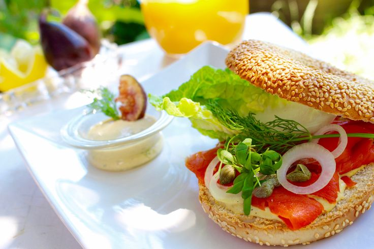 Salmon Bagle with fig-mustard, recipe in German / Lachs Bagle mit Feigensenf #SalmonBagle #Lachsbagle #Lachs #Feigensenf