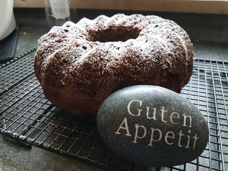 """Einfacher Rührkuchen von Tante Paula - wunderbar locker!  """"Becherkuchen""""   1 Becher saure Sahne (Sahne, Schmand oder Creme fr..."""