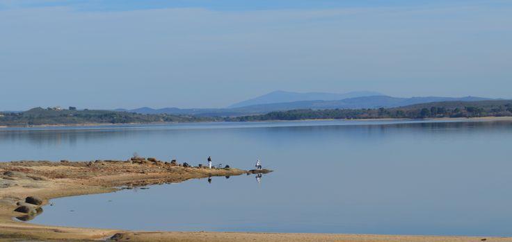 Pescar en Pantano, embalse de Rosarito, Candeleda, Avila a 6 km de Madrigal de la Vera, Extremadura. Pescar lucio, siluro. Fishing.