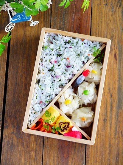 2013.12.12のお弁当【鮭の味噌漬け焼き弁当】の画像   曲げわっぱのあひる弁当