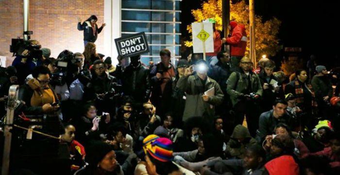 Οι ΗΠΑ «φλέγονται» – Αφροαμερικανοί εναντίον αστυνομικών