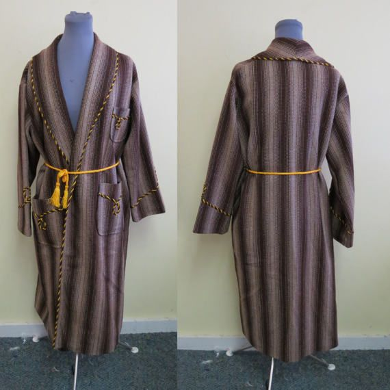 Vintage 40's Napoleon Blanket Robe, House Robe, Bath Robe, House Coat, Cabin Robe, Smoking Jacket, Southwest style Robe SZ M 42-44 https://www.etsy.com/listing/506171594/vintage-40s-napoleon-blanket-robe-house?utm_campaign=crowdfire&utm_content=crowdfire&utm_medium=social&utm_source=pinterest This looks cool