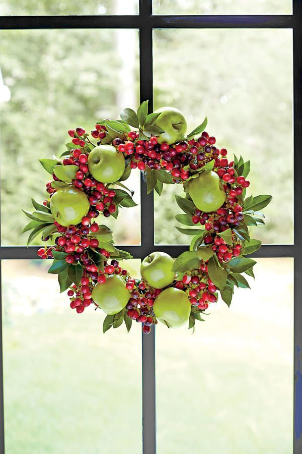 Southern Christmas Essentials: A Traditional Wreath