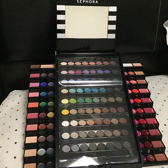 SALE !!!!!    Sephora makeup academy palette 130 shades for thousands of looks, brand new just a slight dab on the 5th row to the right of the palette. Sephora Makeup