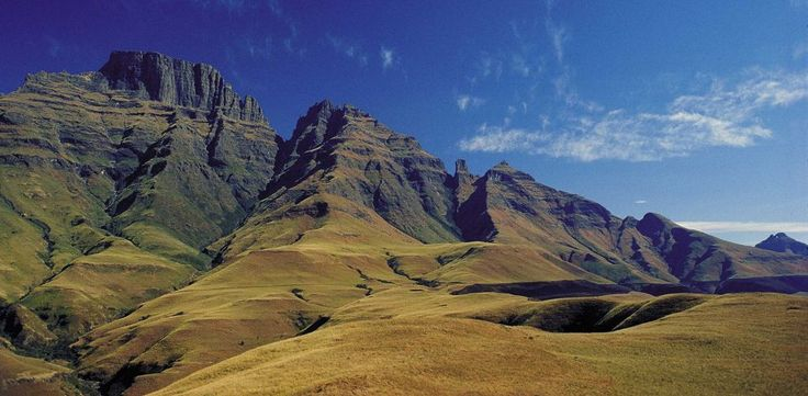 The uKhahlamba-Drakensberg mountain range is not only exquisite in its stark beauty, but boasts wide-ranging biodiversity, historical significance and a wealth of recreational activities too.