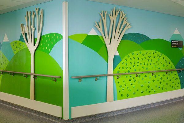 Diversos artistas transformam um hospital em Londres em um espaço mais colorido e divertido