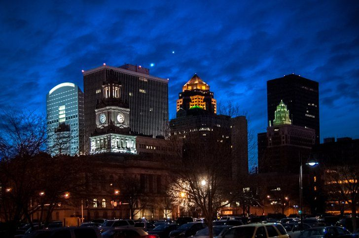 Pin for Later: 25 Places You Have to Stop on Your Drive Through the Midwest Des Moines, IA Literary arts, film and cinema, live concerts, operas, and classical music — the cultural scene in Des Moines is thriving, and shouldn't be missed.
