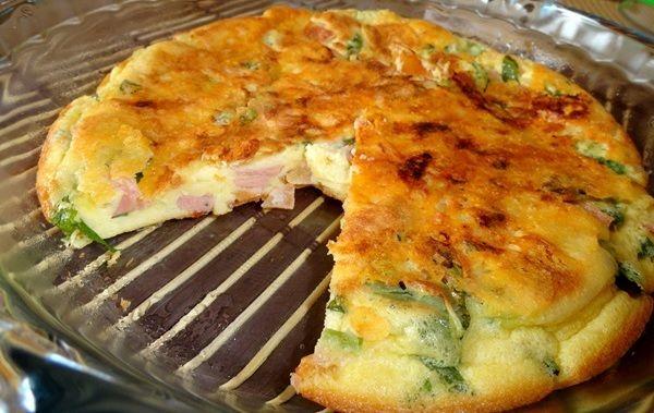 O Omelete Divino é prático, delicioso e perfeito para a refeição da sua família. Experimente! Veja Também:Omelete de Forno sem Óleo Veja Também:Omelete n