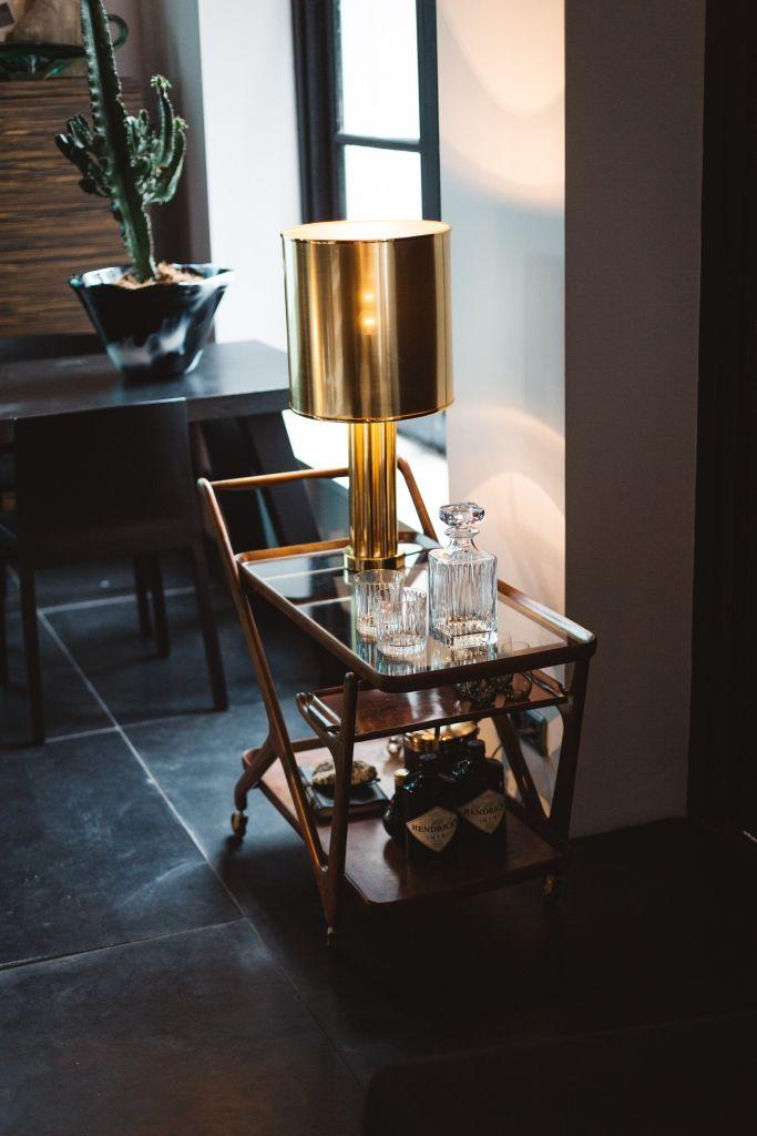 Een kijkje in het huis van interieurontwerper Sander van Eyck met een prachtige vintage barcart! Fotografie door Iris Duvekot- Roomed