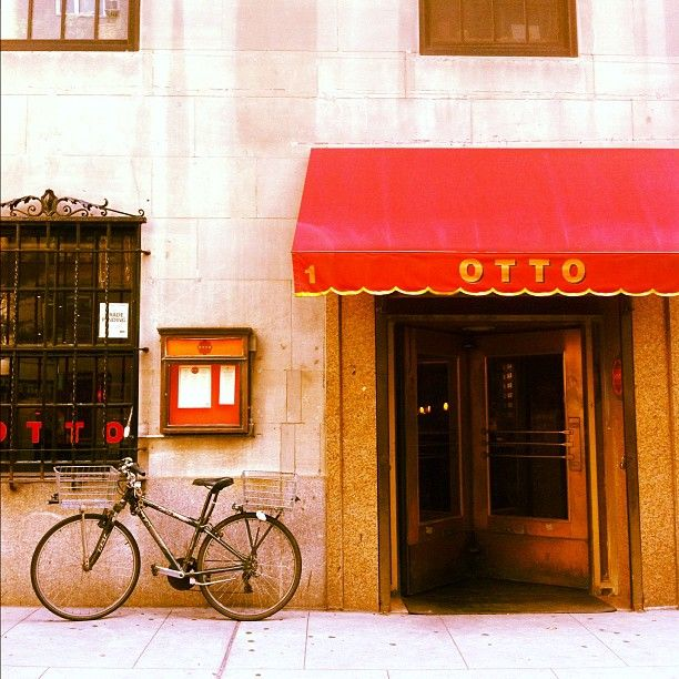 Mario Batali serves up some of the best Italian (and specifically pizza) in NYC here
