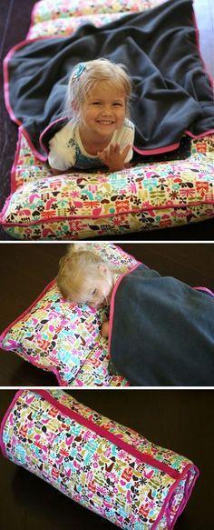Acampar en la sala puede ser muy cómodo y calientito. #bolsadormir #proyecto #costura