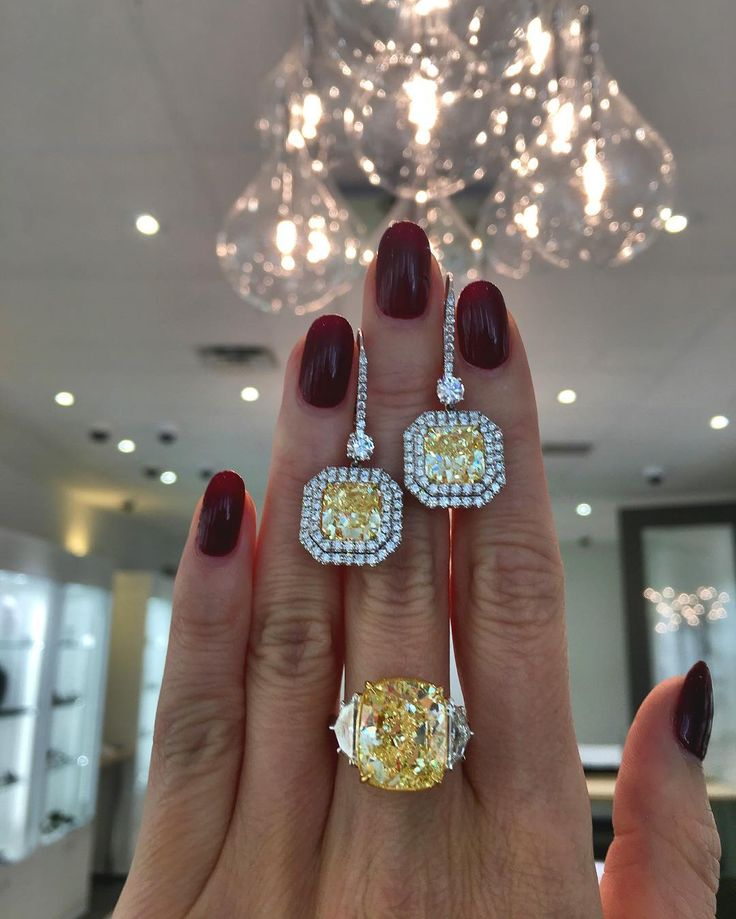 Because when you have a diamond ring this large - you need a couple of flawless diamond earrings to compliment it #yellowdiamond #finejewelry #luxuryjewelry #dupuis #auction #importantjewels