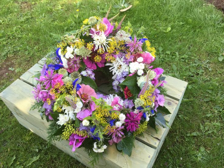 Wreath ring. British flowers, All homegrown in our cottage garden, Herefordshire, zinnias, poppy seed heads, dill