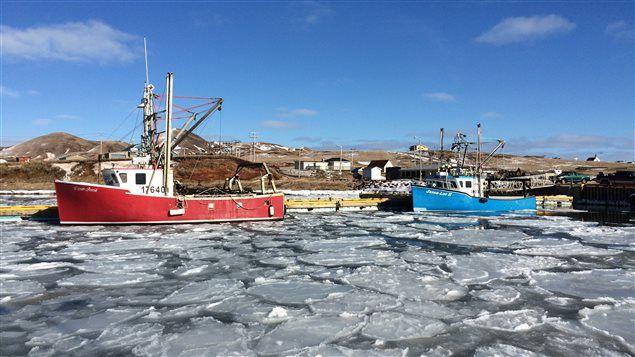 Port de l'île d'Entrée avec deux bateaux de pêche