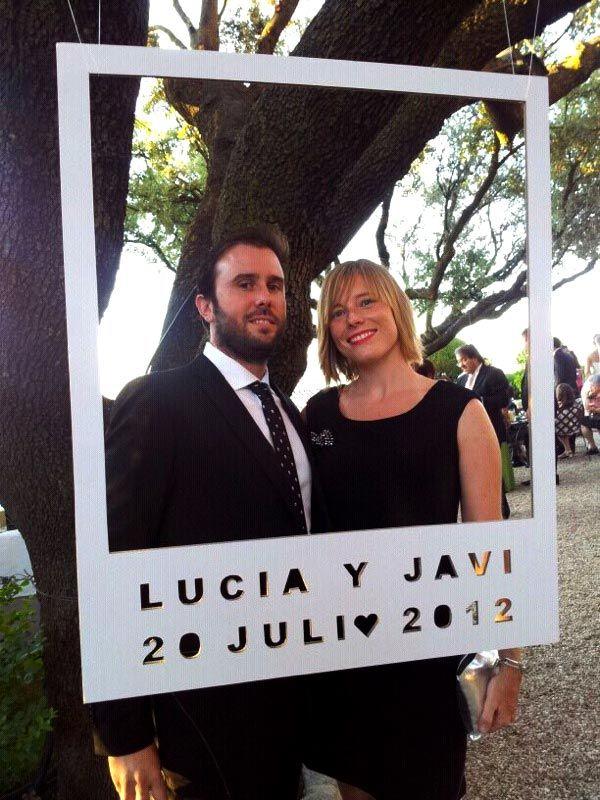 pon un photocall en tu boda para que tus invitados se tomes sus fotos