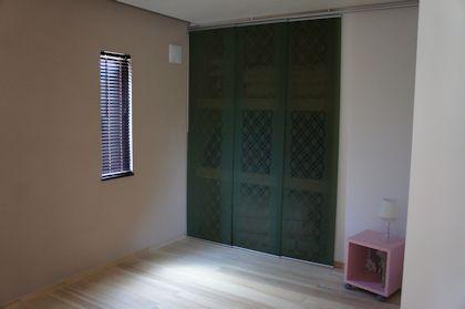 IKEAのパネルカーテンを 寝室の押入戸に - Tatamiser