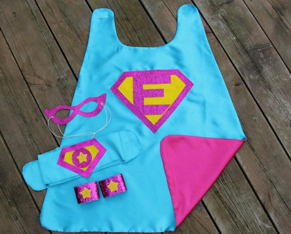 Personalizada chicas SUPERHÉROE traje SET por superkidcapes
