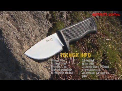 Jaktknivar - Test av Jaktkits jaktkniv Knv2 Gen II  Knv2 Gen II finns att köpa hos Jaktkit: http://www.jaktkit.com/sv/jaktknivar/...  Kniv Knv2 har fått högst testbetyg bland Svenska jaktknivar från välrenommerade Bushcraft.nl, i hård konkurrens med de fina knivarna från Fällkniven (A1, F1, S1) och Morakniven (Pathfinder & Tactical SRT).  I den här kortfilmen tittar jag lite närmare på Jaktkits nya jaktkniv från Knv-serien: Knv2 - Gen II. En riktigt rejäl jaktkniv om jag får säga det själv!