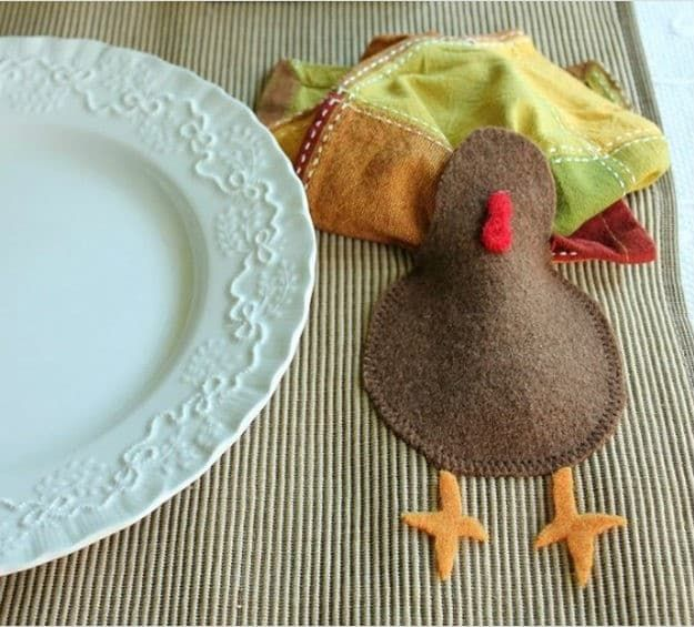 Placemat Ideas To Make Your Thanksgiving Table Stand Out Diy Projects Thanksgiving Crafts To Make Thanksgiving Placemats Diy Placemats