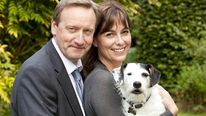 John, Sarah en Sykes in seizoen 14 van Midsomer Murders.  #dog #jack #russell