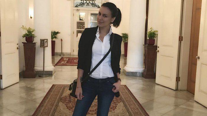 Instagram Sophia Latjuba - Hadiri Ultah Teman Kenakan Pakaian Ini, Ibunda Eva Celia Kena 'Nyinyir'