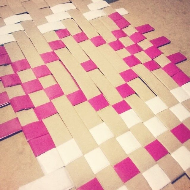 Colgante de papel tejido/ Woven paper wall hanging-- www.yavalladiseno.cl  -- instagram @yavalladiseno