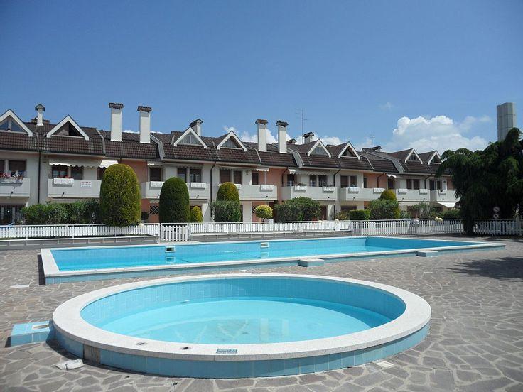 in Lido di Jesolo: 1 Schlafzimmer, für bis zu 6 Personen. Schöne Appartements mit Pool und Sonnenschirm am Strand | FeWo-direkt