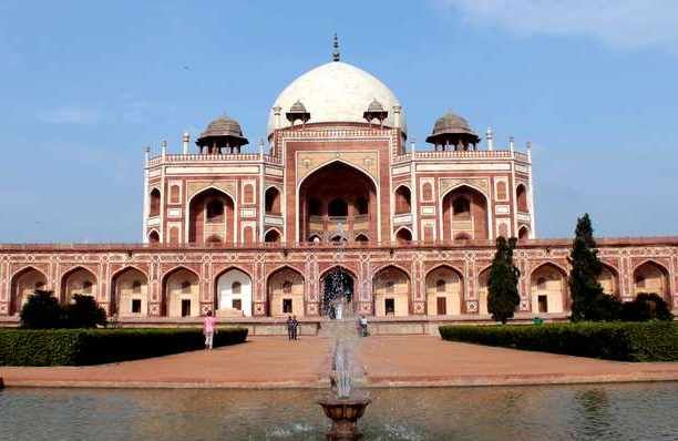 http://www.tourtravelworld.com/packages/tour-india-witha-chef-28232.html  Package Includes :          Places covered: New Delhi, Agra, Jaipur, Jodhpur, Osian.          Activities: Food tours, cooking classes, playtime with elephants, desert safaris, kitchen tours, introduction to spices, dinner with royal family.     Meals: All meals included from food tours, top specialty restaurants and hotels. Transport: In comfortable air-conditioned vehicles.