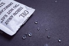 .Kiesel-Gel: Deshalb solltet ihr die Beutelchen, die neuer Kleidung beiliegen nie mehr wegwerfen