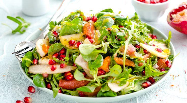 Фруктовый салат с хурмой, мандаринами и зёрнами граната