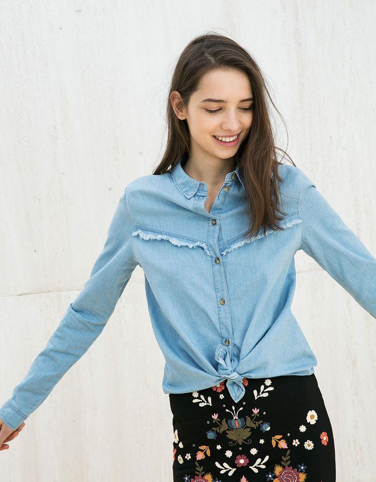 Denim blouse BSK met rafels en korter aan voorkant - Overhemden - Bershka Belgium