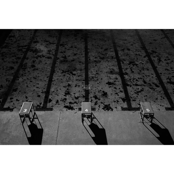 Progetto fotografico di Flavio Di Renzo. L'uomo e la città. Un gioco visionario in cui la realtà della città è sostituita dal pensiero da cui scaturisce una nuova poetica romantica. #piscina #nuoto #fotografia #olimpiadi