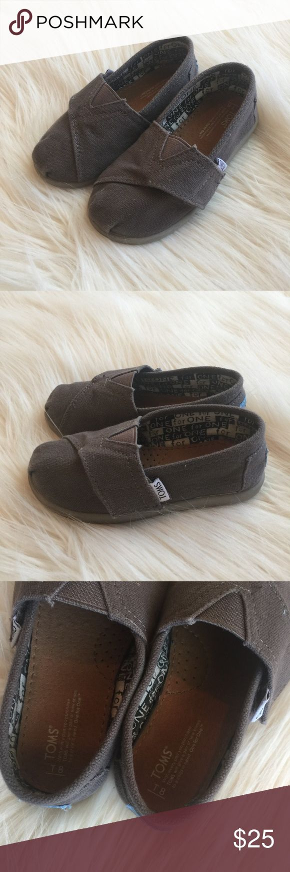 Tiny Toms Burlap Shoes in Gray Toddlers Size 8 T8 Super cute tiny Tom's burlap shoes in a size 8 toddler. My son wore these maybe 4 to 5 times tops. They are in excellent condition and great addition to your little ones spring and summer wardrobe. TOMS Shoes