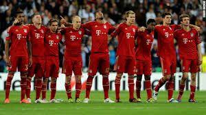 Bayern Munich>>Trouver maillots de foot Bayern Munich l',design et de grande qualité . Entrez la crête unique club,nom de joueur et le numéro sur le dos. Profitez de votre jeu de football à l'honneur du club avec la collection de maillot Bayern Munich.