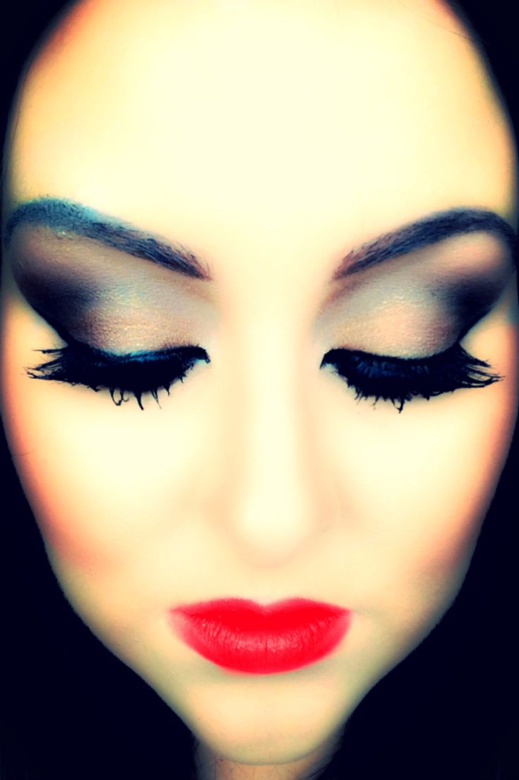 Break the rules with dark eyes and bold lips <3 xXx