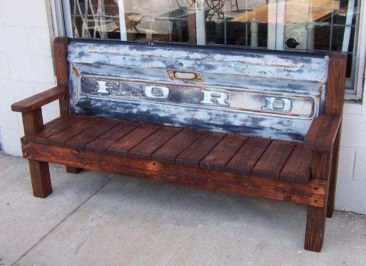 meubles originaux, banc en bois et dossier en carosserie de voitire métallique