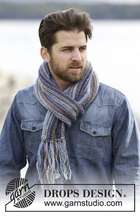 Écharpe DROPS pour homme, au point mousse avec franges, tricotée dans le sens de la longueur, en Big Delight.